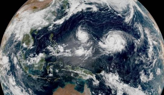 Xuất hiện 'bão song sinh' trên Thái Bình Dương