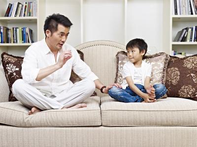 Ba cách bảo vệ trẻ trước những tin tức đáng sợ