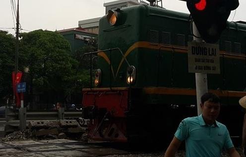Bị tàu hỏa cán tử vong vì cố băng qua đường sắt