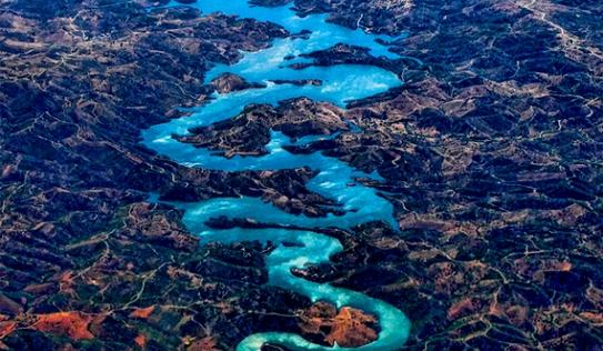 Dòng sông hình con rồng khổng lồ gây sốt ở Trung Quốc