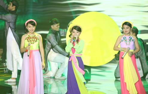 Giọng hát Việt nhí 2015 liveshow 4: Màn giả gái cực ấn tượng của thí sinh nhí đội Cẩm Ly