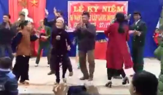 Các cụ già nhảy tưng bừng trong ngày thành lập làng gây sốt mạng XH