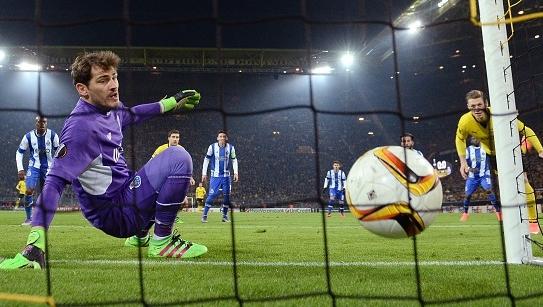 Video: Cassillas phản lưới nhà khiến Porto bị văng khỏi Europa League