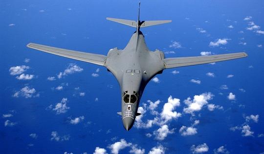 Mỹ tính đưa máy bay ném bom tầm xa B-1 đến gần Biển Đông