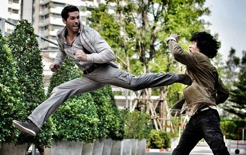 Màn võ thuật điêu luyện của Scott Adkins trong 'Ninja báo thù 2'