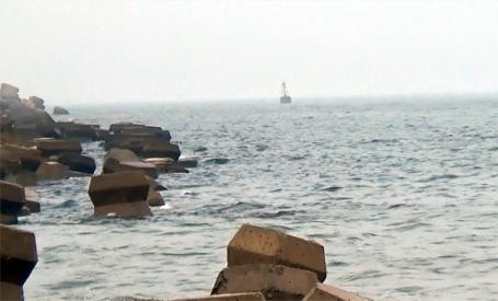 Tàu cá của ngư dân phát hiện ống xả thải khổng lồ dưới biển Vũng Áng gặp sự cố