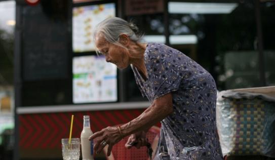 Video: Bà cụ 88 tuổi thông thạo 4 ngoại ngữ dù không hề qua trường lớp nào
