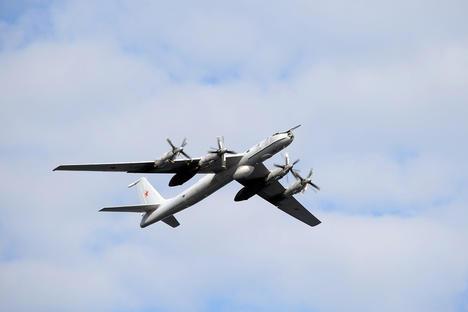 Video: Máy bay săn ngầm Nga lần đầu xuất hiện tại Syria