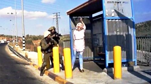 Video: Binh sĩ Israel bắn hạ người phụ nữ cầm dao tấn công