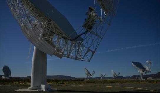 Kính viễn vọng vô tuyến lớn nhất thế giới phát hiện hơn 1.300 thiên hà