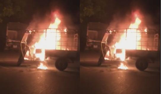 Xe ba gác bốc cháy ngùn ngụt trong đêm tại Hà Nội