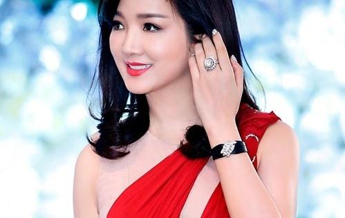 Vẻ đẹp gợi cảm như tuổi 20 của Hoa hậu Giáng My