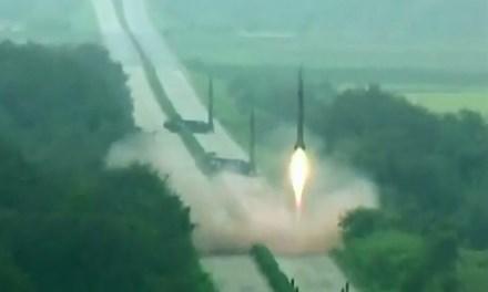 Video: Triều Tiên phóng 3 tên lửa đạn đạo ra phía biển Nhật Bản