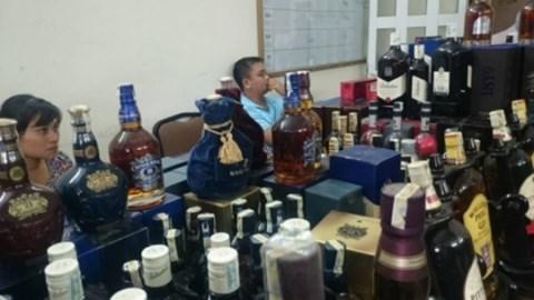 Thu mua vỏ chai 'đồng nát' để chế 'rượu ngoại'