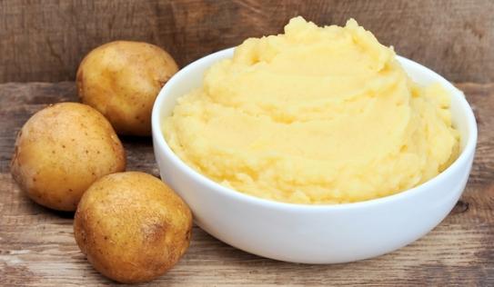 3 cách làm mặt nạ khoai tây tại nhà mà chị em nên biết