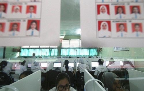 Indonesia cấm tổ chức kỳ thi quốc gia các cấp