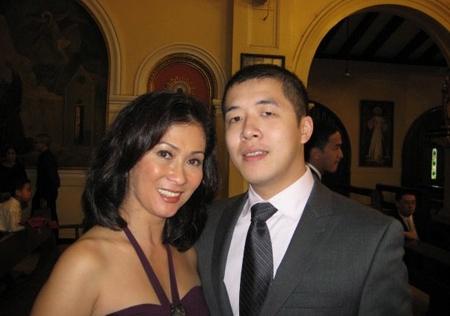 Mẹ chồng Hà Tăng nhảy hết mình trong lễ cưới con gái