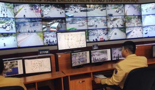 Hà Nội: Gần 100 xe biển xanh, biển đỏ bị CSGT phạt nguội