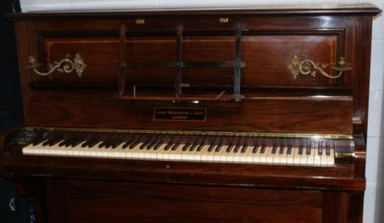 Bất ngờ với kho báu vàng được giấu trong chiếc đàn piano cũ