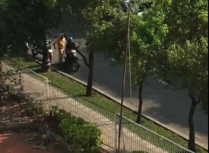 Kiểm tra báo cáo vụ clip 'CSGT chạm vào hông' người lái xe