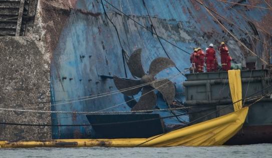 Cận cảnh phà Sewol sau 3 năm chìm sâu dưới biển