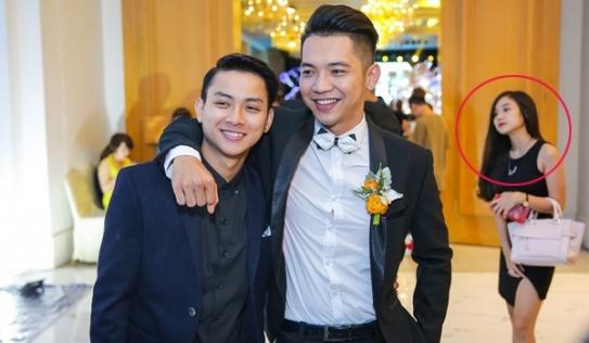 Mai Quốc Việt xấu hổ vì để bạn gái Hoài Lâm 'bơ vơ' trong đám cưới