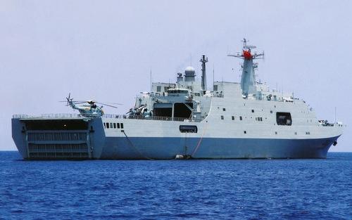Tàu đổ bộ chủ lực của Trung Quốc bị chê tơi tả