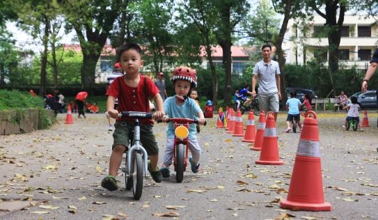 Hà Nội lần đầu tiên có giải đua xe thăng bằng cho trẻ em