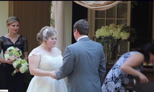 Video: Chủ hôn nôn thốc nôn tháo khi dâu rể trao lời thề gây sốt MXH