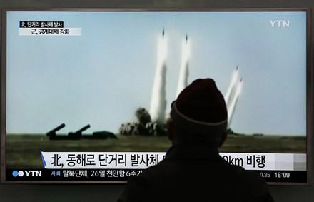 Triều Tiên phóng tên lửa 'chào mừng' tân Tổng thống Hàn Quốc