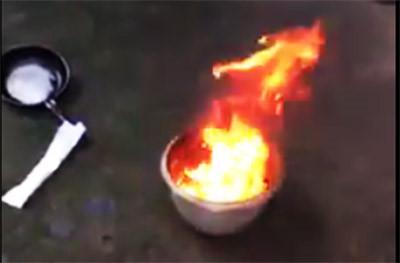 Nước giếng bốc cháy ngùn ngụt như xăng khi châm lửa gây hoang mang