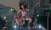 Các vũ công 'thiếu vải' múa cột, quảng báo phong tục truyền thống