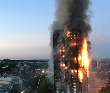 Vụ cháy tòa tháp 27 tầng ở Anh: Nạn nhân ôm nệm nhảy xuống