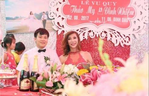 Đám cưới của cô dâu chuyển giới khiến nhiều người 'ngưỡng mộ'