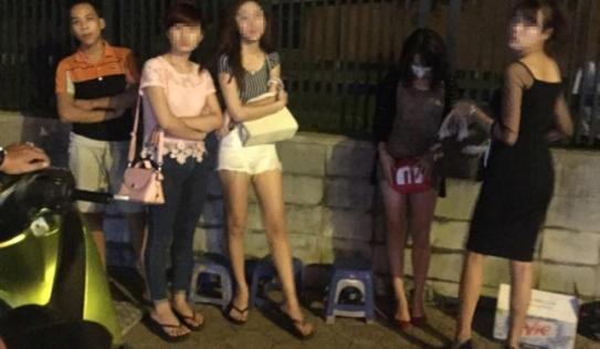 Công an Hà Nội tổng kiểm tra hành chính vào ban đêm tại các điểm 'nóng'