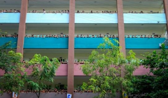 Hà Nội: Nam sinh lớp 8 nguy kịch vì ngã từ tầng 2 xuống đất