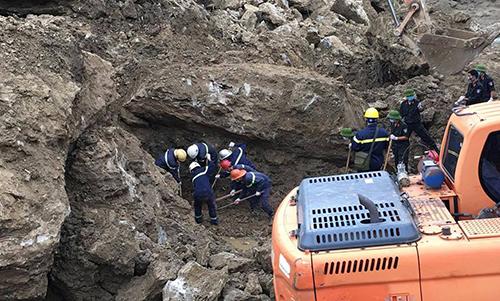 Nổ mìn phá đá, tìm thêm được 2 thi thể vụ sạt lở vùi lấp 18 người ở Hòa Bình