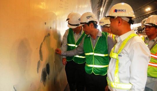 Hơn 300 vết nứt xuất hiện trong hầm đường bộ Hải Vân