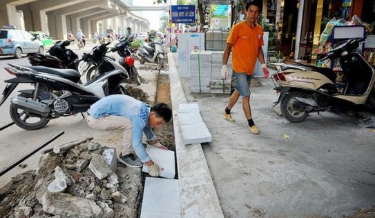 PGĐ Sở Xây dựng Hà Nội: Nhiều quận huyện hiểu sai chỉ đạo, 'ồ ạt' lát đá cho vỉa hè