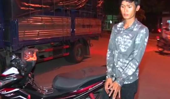 Nghi bị thuê chở bò trộm, tài xế chạy xe thẳng vào trụ sở công an trình báo