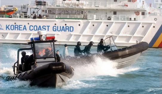 Hàn Quốc nổ 180 phát súng đuổi tàu cá Trung Quốc