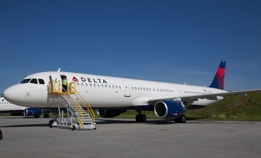 Máy bay phải chuyển hướng vì chim sẻ chui vào buồng lái