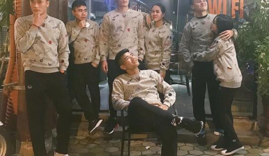Không chỉ riêng áo nỉ, U23 Việt Nam mà 'đồng phục' thứ gì, thứ đấy thể nào cũng là hot trend