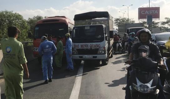 Hai tài xế đuổi đánh nhau gây náo loạn giao thông