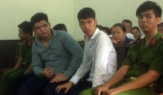 Soi đèn cho nhóm bạn hiếp dâm tập thể, thiếu niên lãnh án 5 năm tù