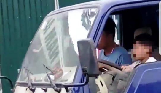 Ủy Ban ATGT Quốc gia yêu cầu xác minh clip bé trai lái xe tải trên đường