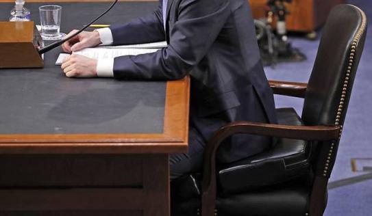 Điểm nhấn trong cuộc điều trần và chi tiết lạ về chiếc ghế ngồi của Mark Zuckerberg