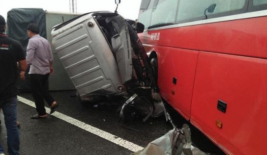 4 xe va chạm liên hoàn trên cao tốc Trung lương, 5 người thương vong