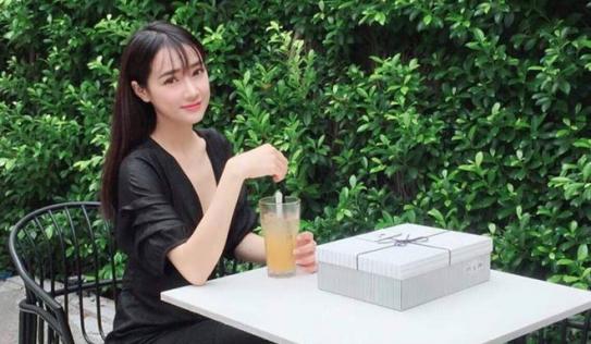 """Nhã Phương tái xuất với vẻ ngoài khác lạ sau 2 tháng """"mất tích"""" trên mạng xã hội cùng tin tái hợp Trường Giang"""