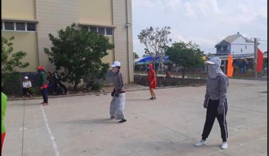 """'Đại chiến ninja trên sân bóng chuyền"""", bức ảnh lột tả tinh thần thi đấu thể thao độc nhất vô nhị đang gây bão MXH"""